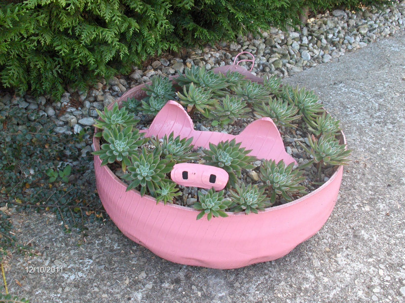 Garden decor with tyres  Pin by Tracey Simpson Booth on PIGGIES  Pinterest  Tired