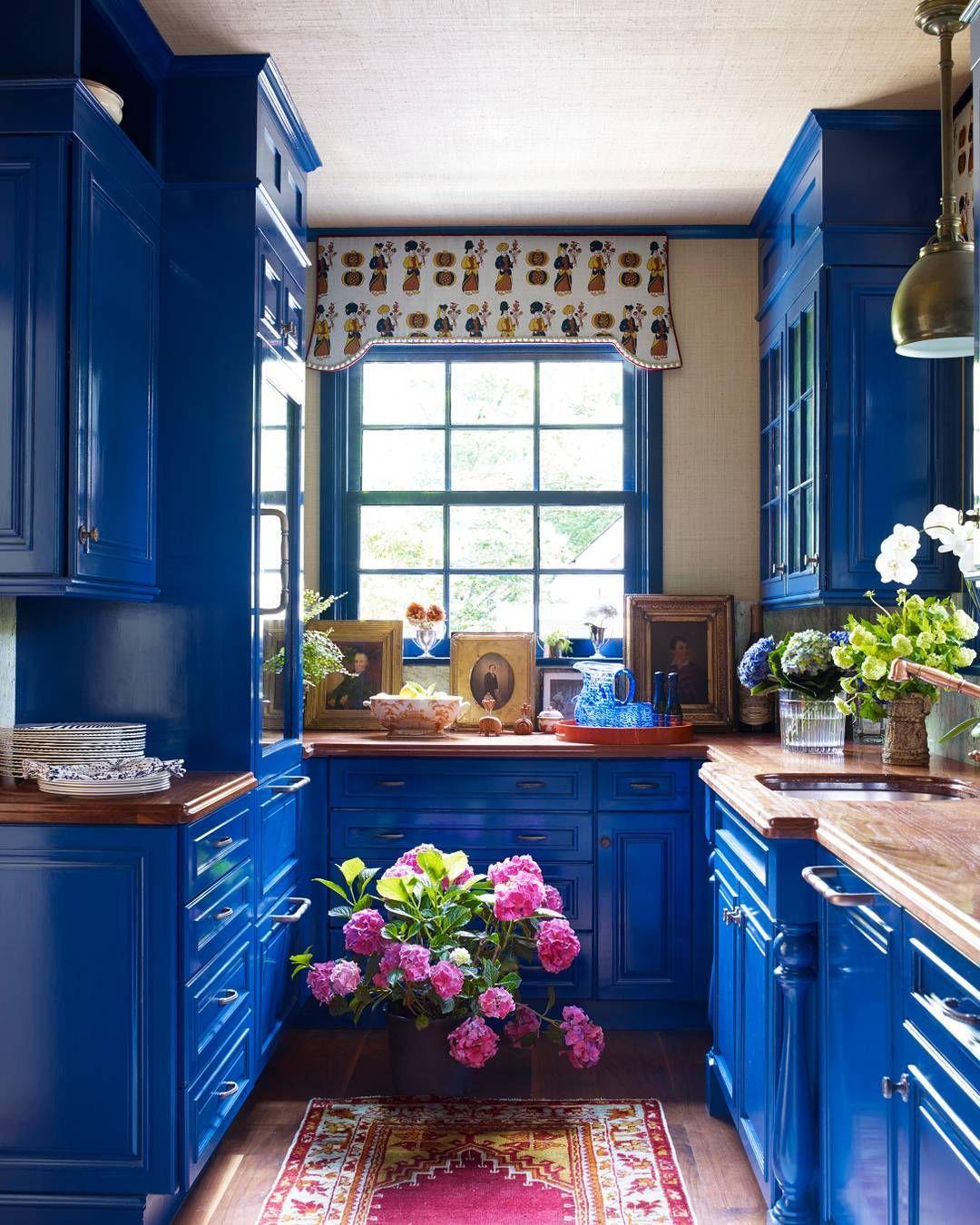 Veranda Magazine On Instagram Lacquered Cabinets Electrify The Butler S Pantry Photo Williamwaldro Blue Kitchen Cabinets Kitchen Design Bohemian Kitchen