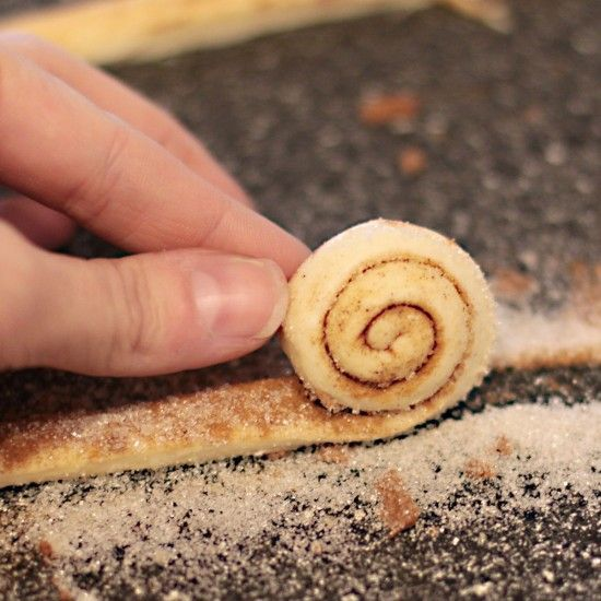 Mini cinnamon rolls from a can!  CUTENESS!  I think the whole push pop idea is neat, just not for me.