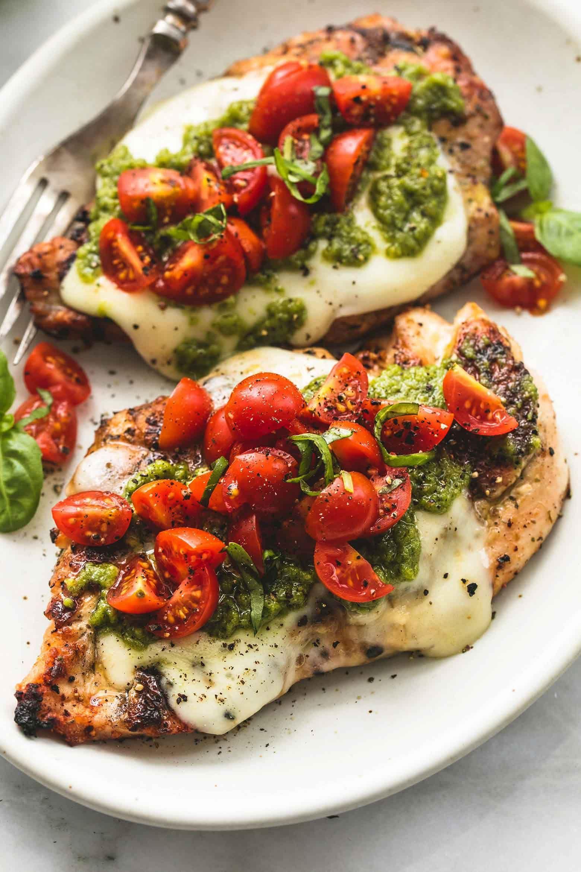 Photo of Leckeres Low Carb Gericht | Hähnchen anbraten mit Käse Pesto und Tomaten bel