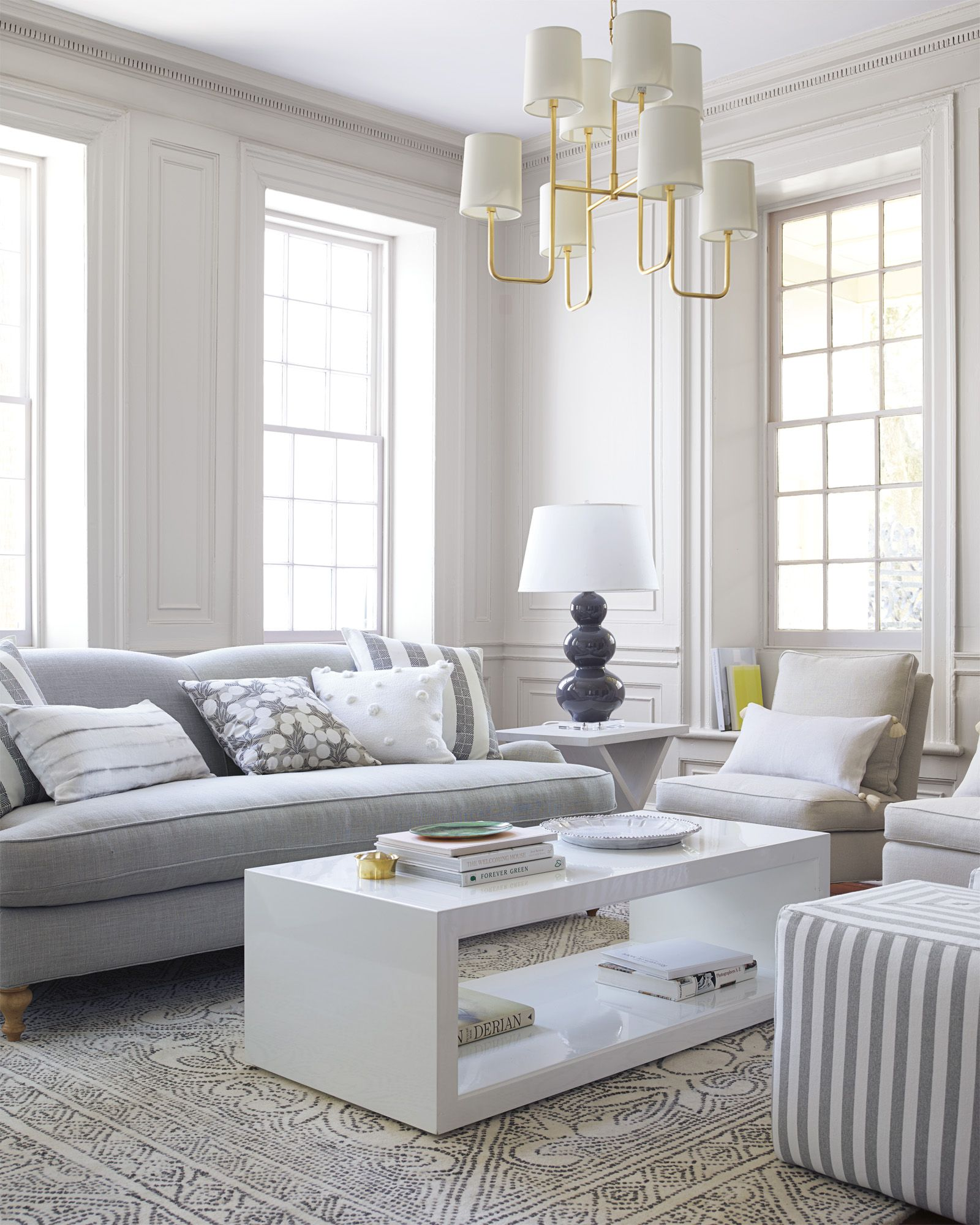 Neutral living room design, nothing short of chic | Image via Serena ...