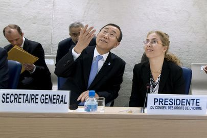 Secretary-General Ban Ki-moon (foreground left) and Laura Dupuy Lasserre (right), Permanent Representative of Uruguay to the UN Office at Geneva and President of the Human Rights Council, admire the painting by Spanish artist Miquel Barcelo, which adorns the domed ceiling of the Human Rights Council Chamber.