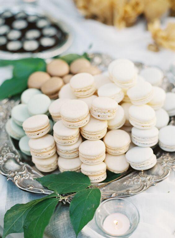 #dessert #display  #earthandsugar #flowers #wedding #flowers  #sweets #styled #table #mini #desserts #macarons #chocolate