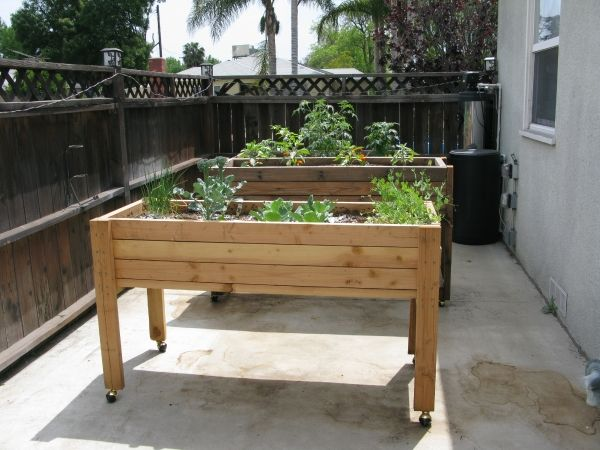 Elevated portable planter box crafty and creative for Portable vegetable garden