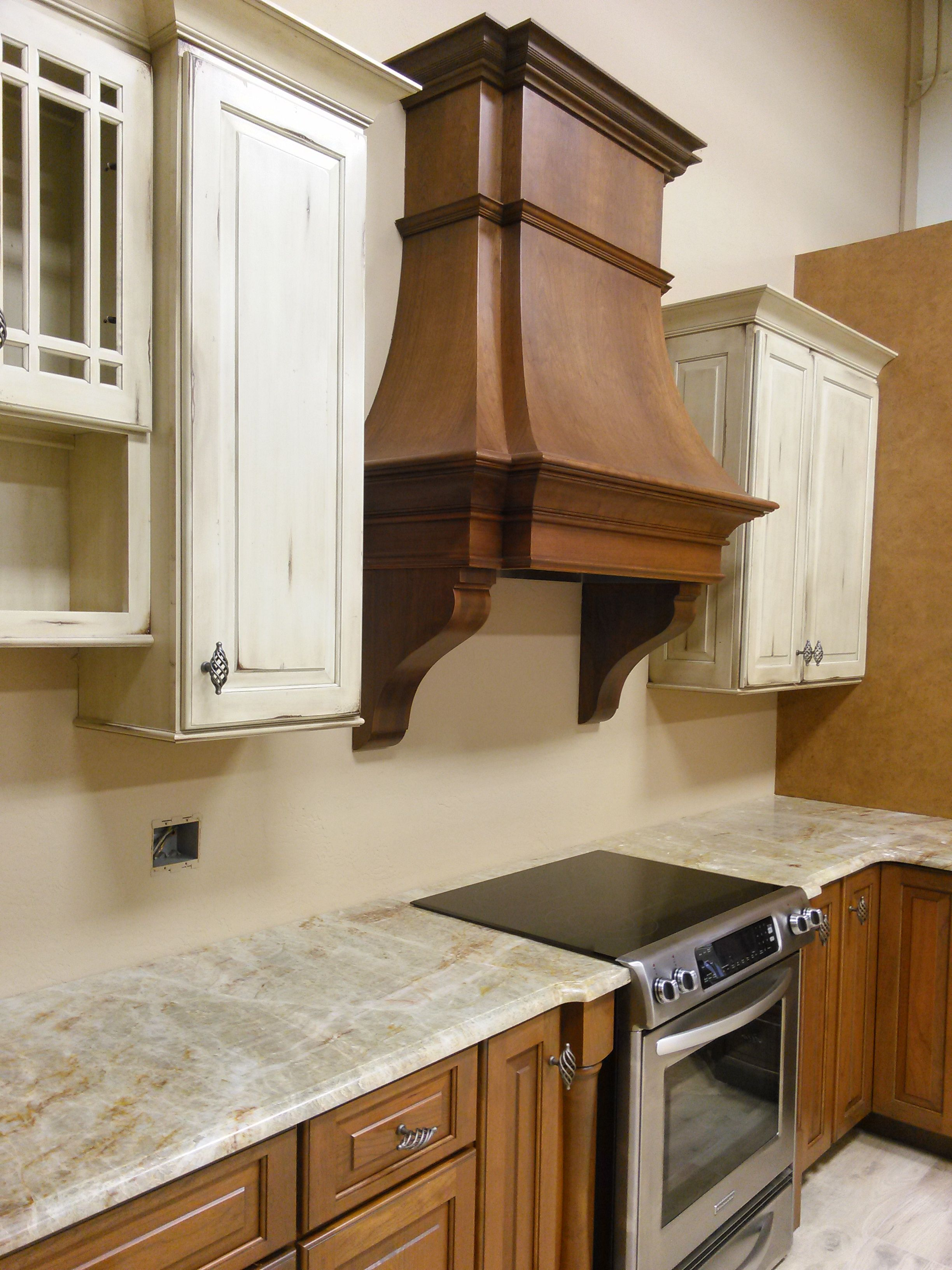 Merveilleux Kitchen Designed By Coastal Kitchen Interiors And The Cabinets Made By  Shiloh Cabinetry. Hood And