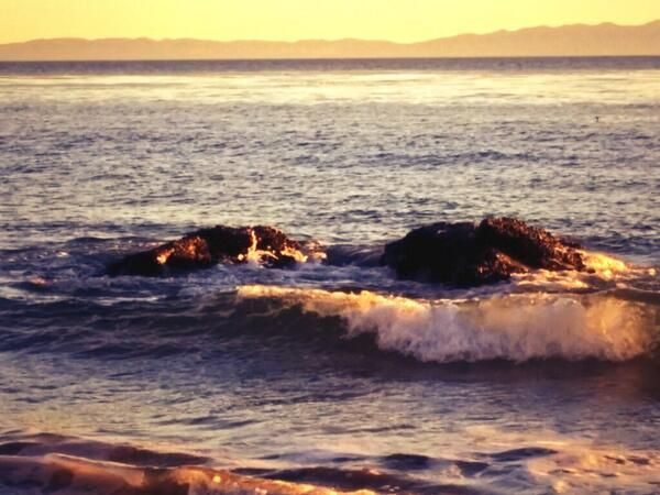 Day 11: #steadfast: I love this image of the rocks standing unbending in the waves. #rethinkchurch #rethinkchristmas pic.twitter.com/Mf3Inrq...