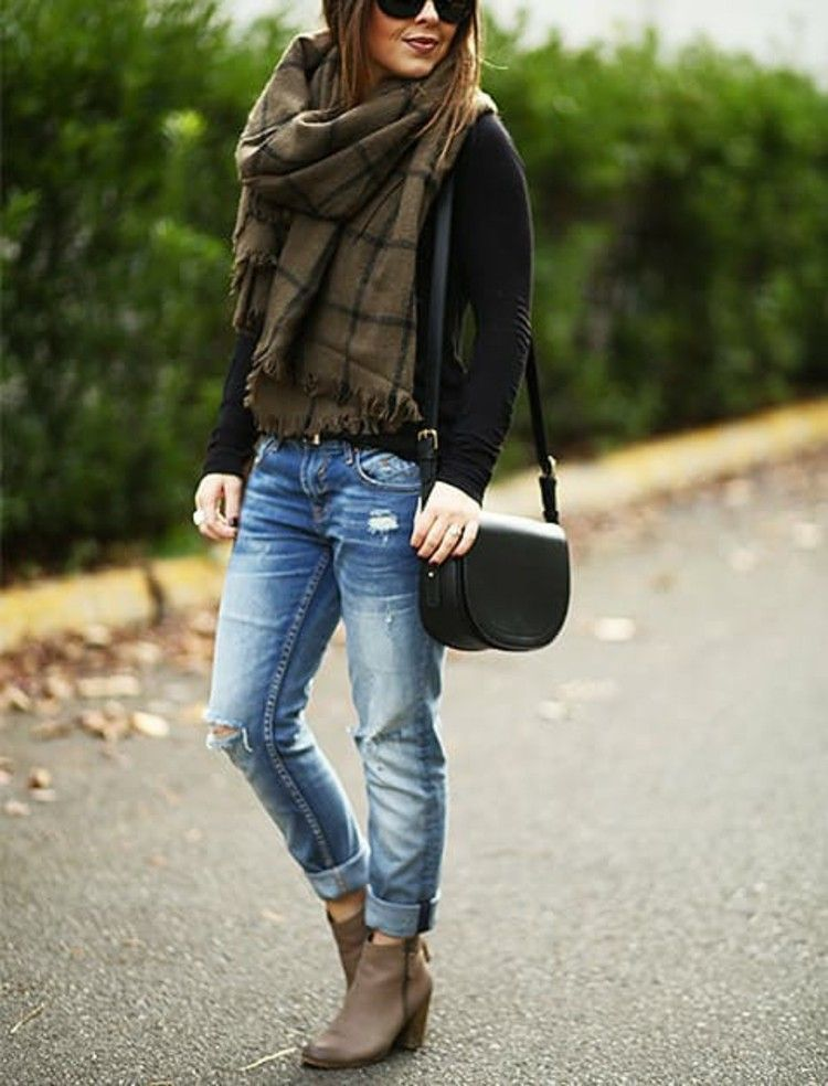 Zerrissene Jeans und Stiefeletten Outfit Ideen | Mode