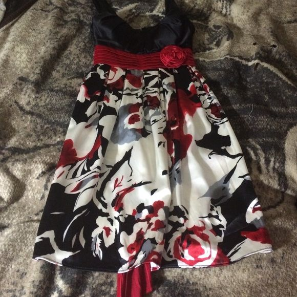 Floral dress Very cute Nwt jcpenney Dresses Midi