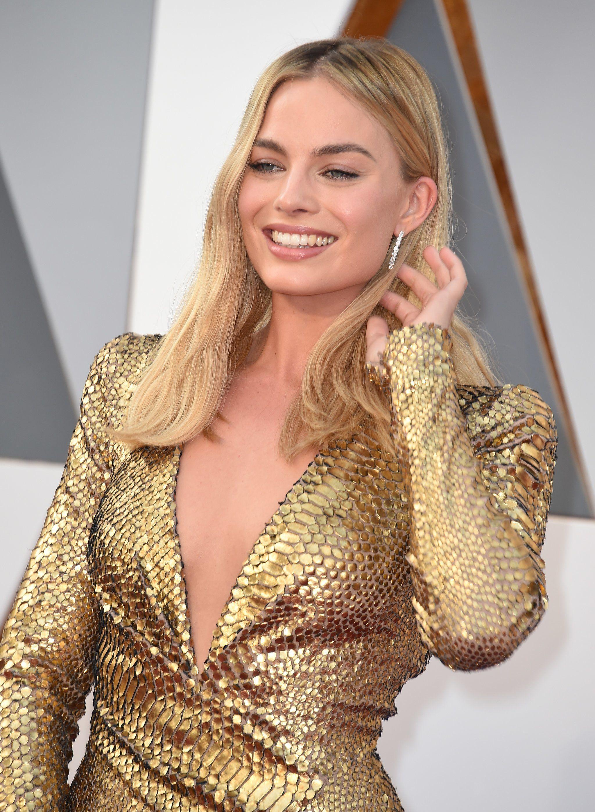Popsugar Actress Margot Robbie Margot Robbie Oscars Margot Robbie [ 2792 x 2048 Pixel ]