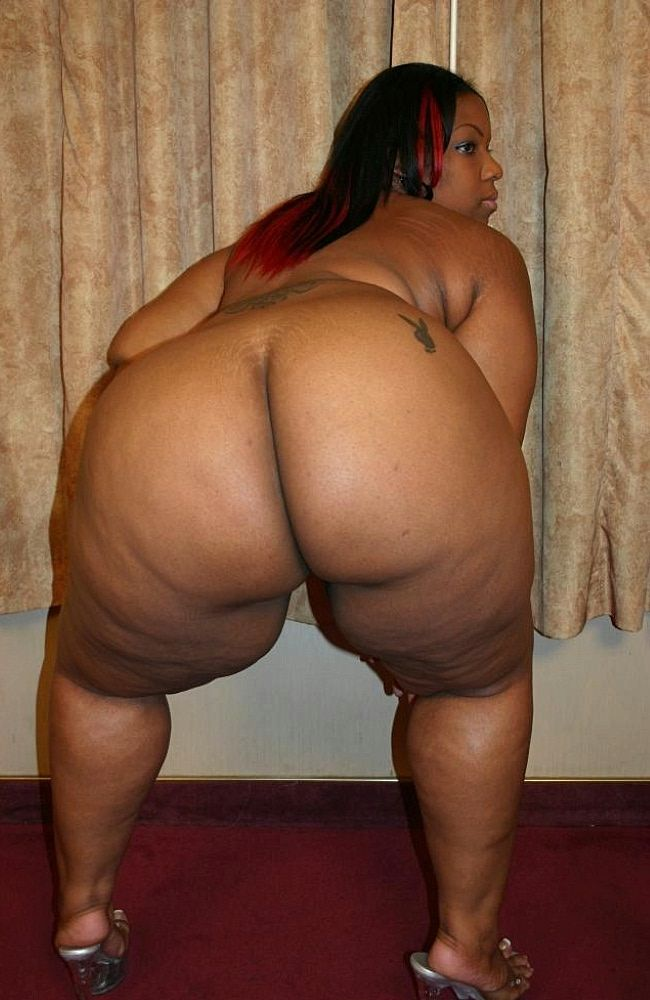 Naked women with thick thighs