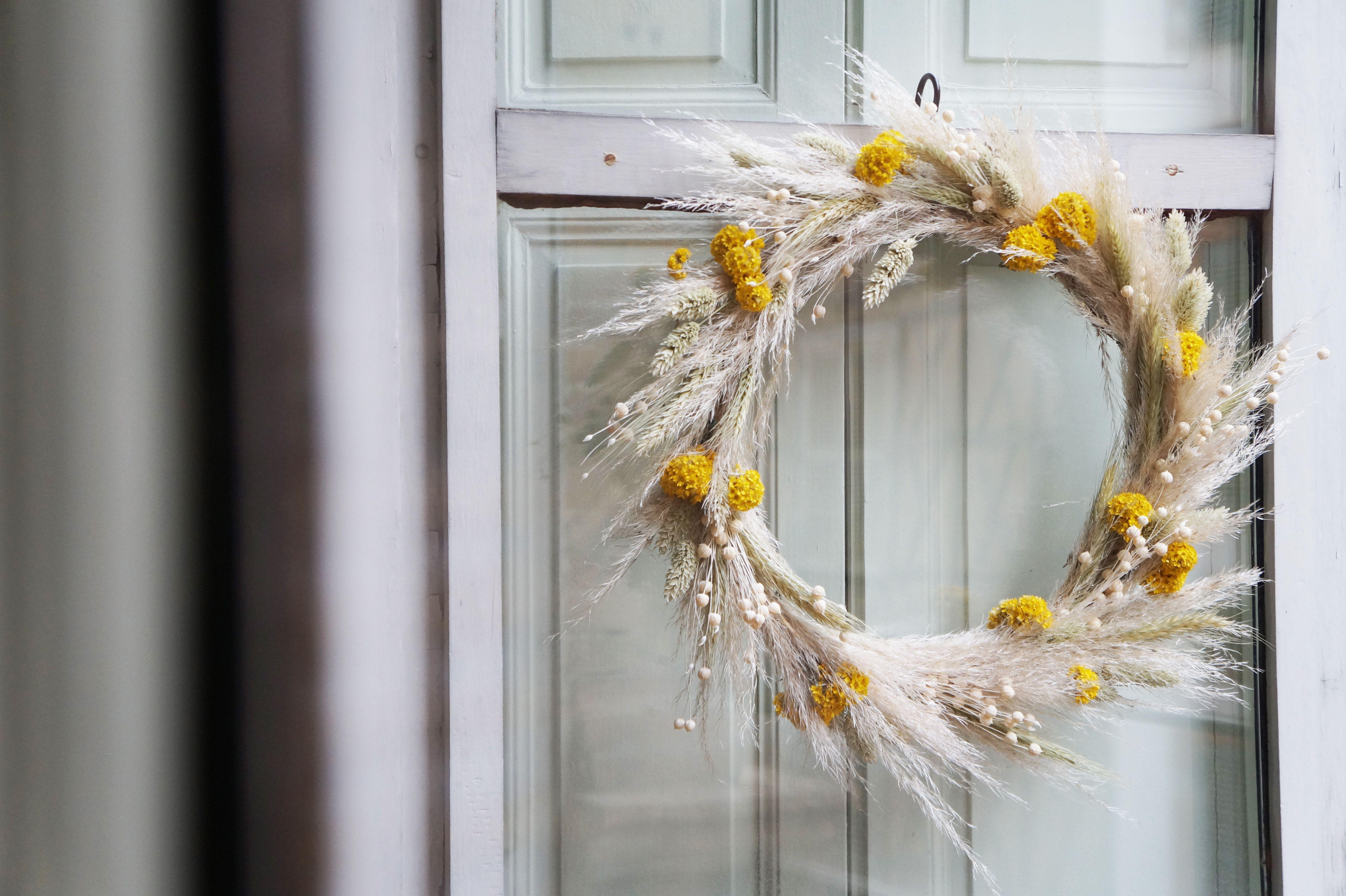 DIY Une couronne de Noël en fleurs séchées Fleurs