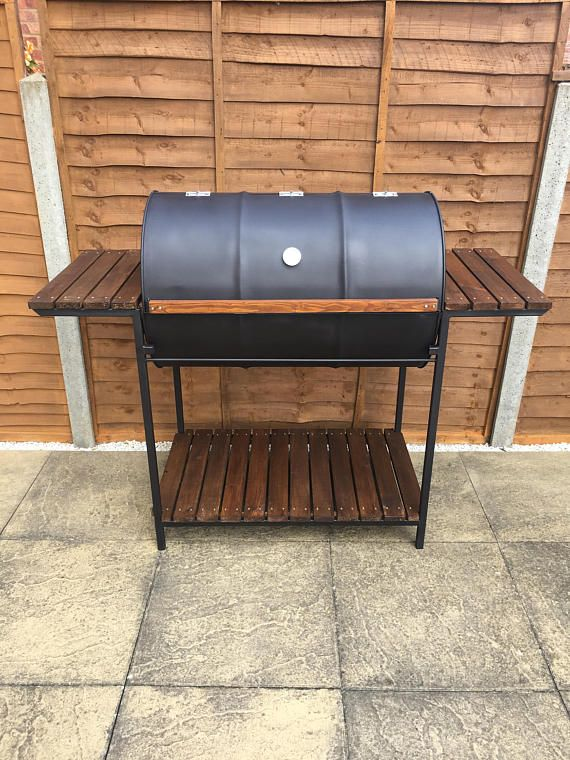 Aceite tambor barbacoa con pesado acero y madera marco hecho por ...