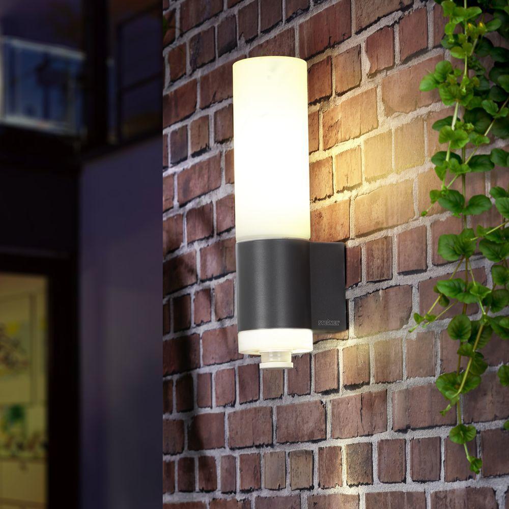 Steinel L 265 Led Sensor Aussenleuchte Silber Setze Akzente In Deinem Garten Und Rucke Dein Lampen Und Leuchten Leuchte Mit Bewegungsmelder Led Leuchtmittel