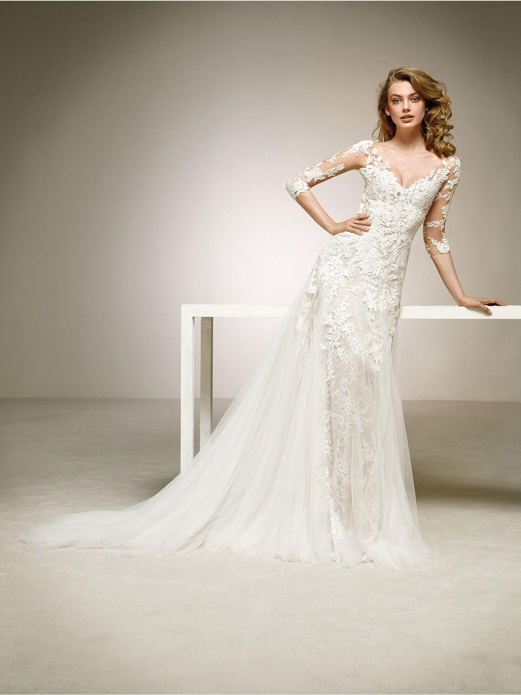 c52eb9bdf Precioso vestido de novia de manga tres cuartos realizado en encaje ...
