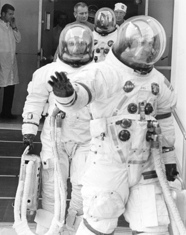 astronauts apollo 13 - 712×900