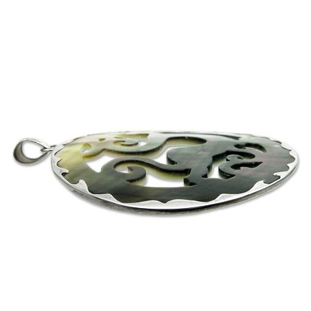 Pendant in mother of pearl carved in the shape of a dragon