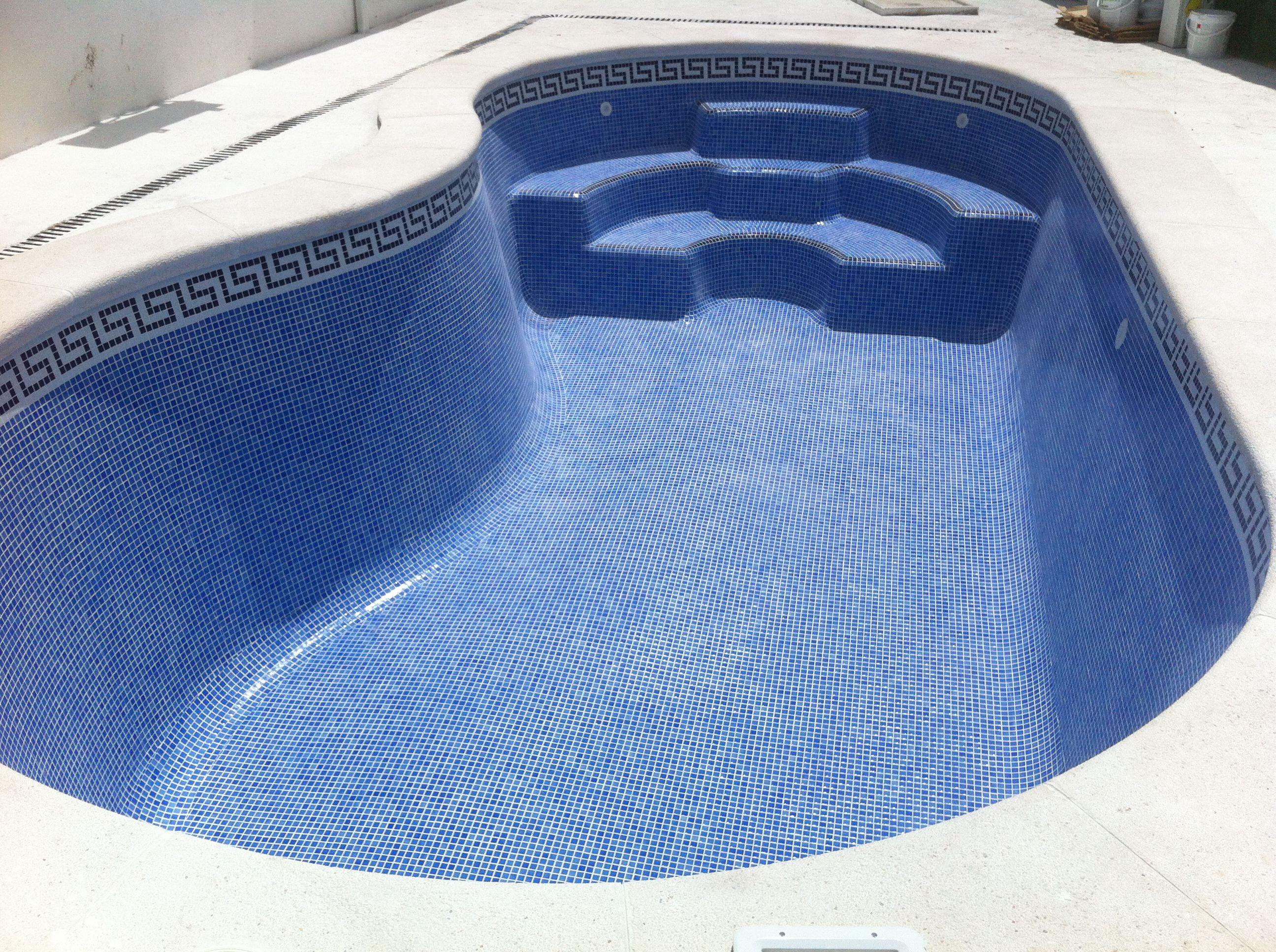 Piscinas de poliester con gresite piscinas de poli ster for Piscinas de poliester