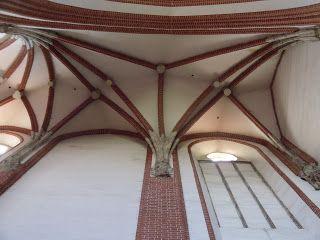 GOTYK: sklepienie trójdzielne (tzw. piastowskie) w nawie bocznej kościół Najświętszej Marii Panny na Piasku we Wrocławiu