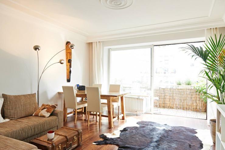 Wohnzimmer Hell ~ Wunderschön hell und elegant eingerichtetes wohnzimmer mit