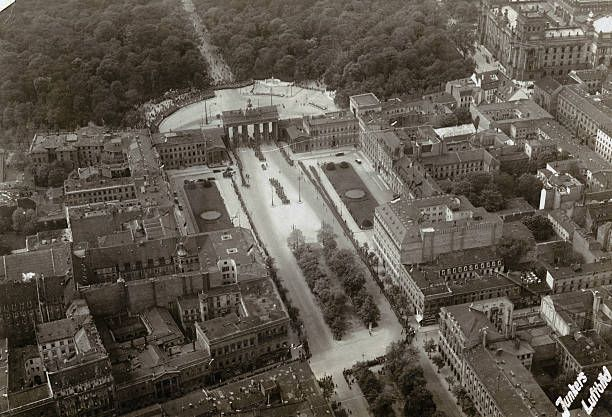 A High Angle View Of Unter Den Linden Leading Up To The Brandenburg Luftbild Bilder Hauptstadt