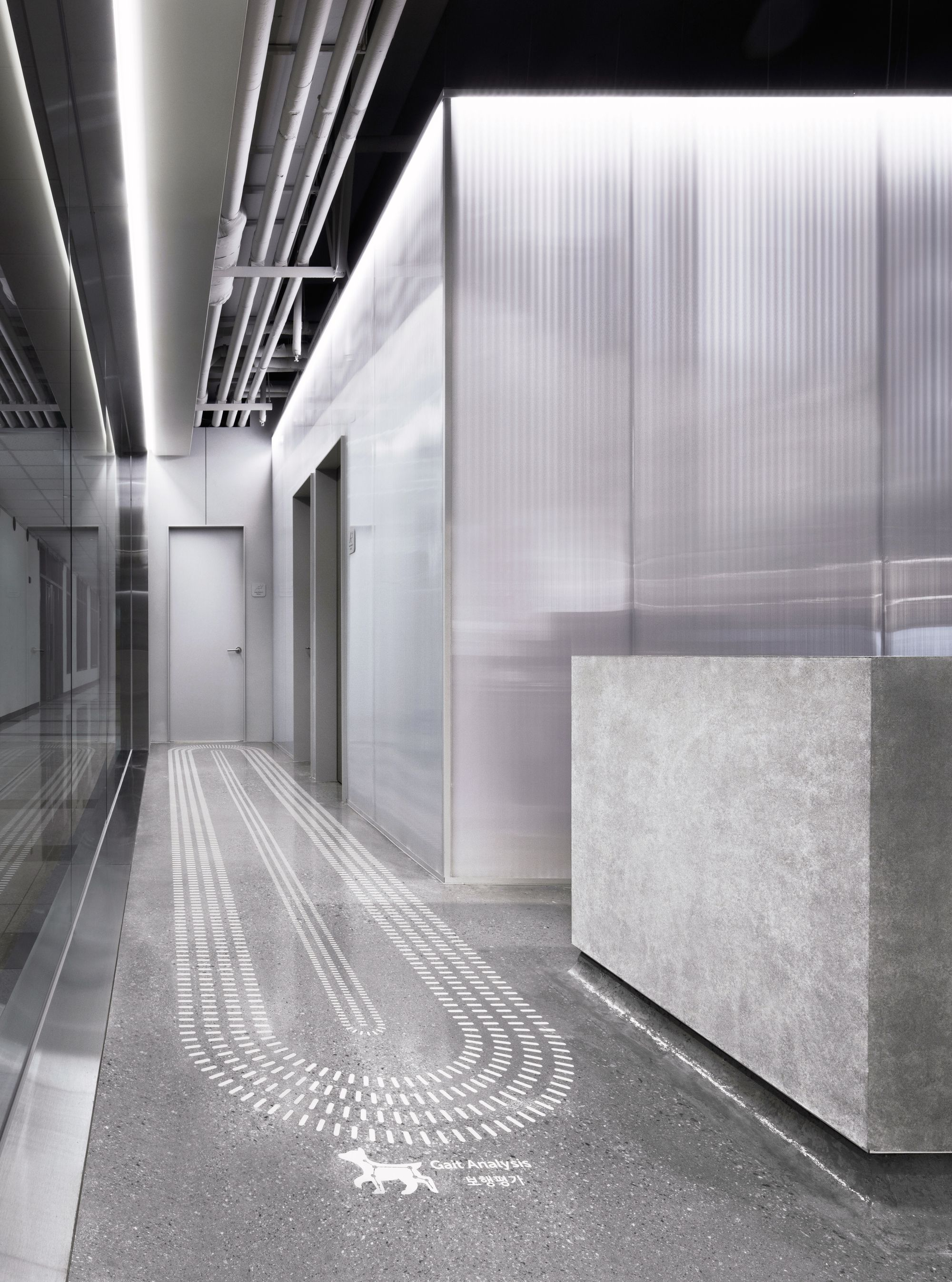 Image 2 of 21 from gallery of OASIS Veterinary / Betwin Space Design. Photograph by Yong-joon Choi