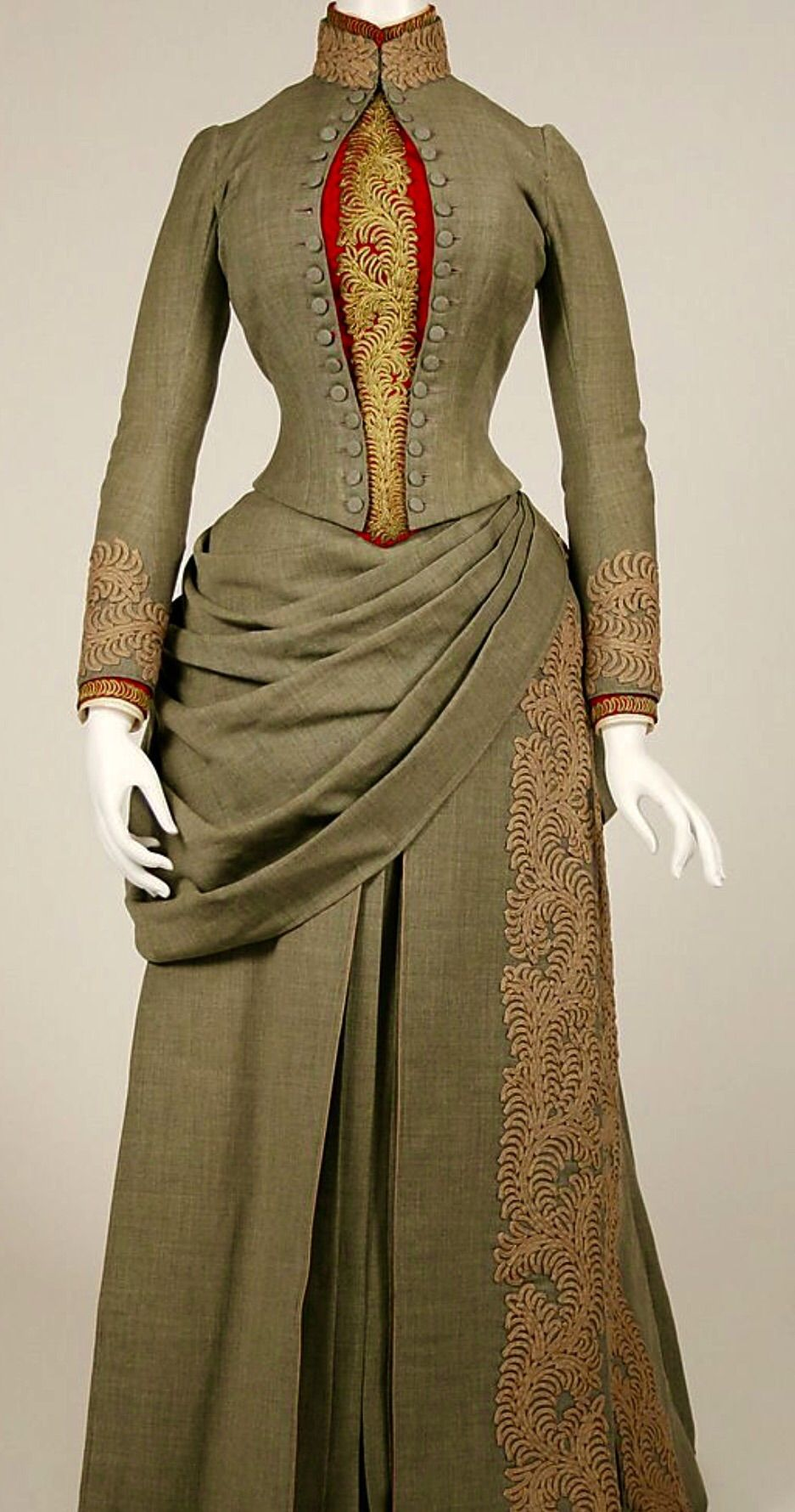 1887 American Traveling Dress