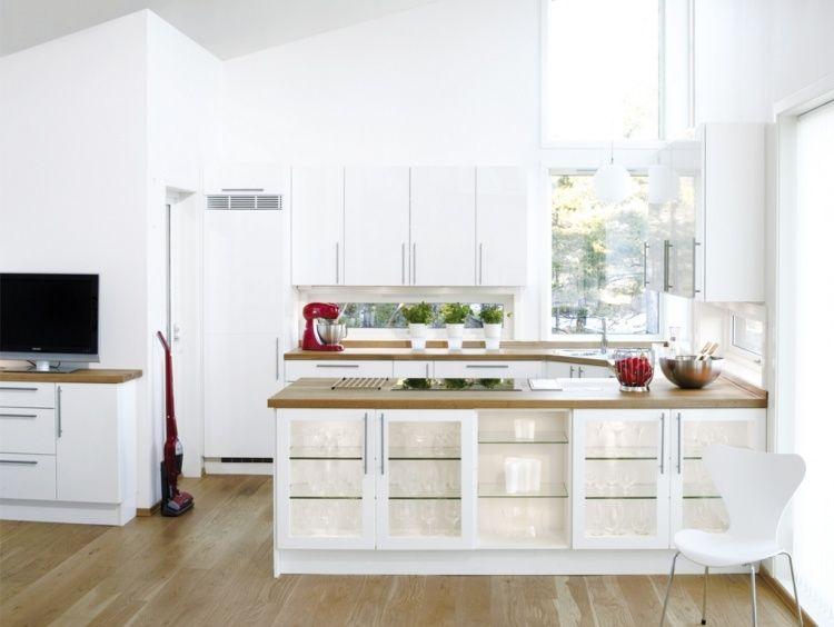 wei e k che in u form holz arbeitsplatten und glas fronten k che pinterest wei e k chen. Black Bedroom Furniture Sets. Home Design Ideas