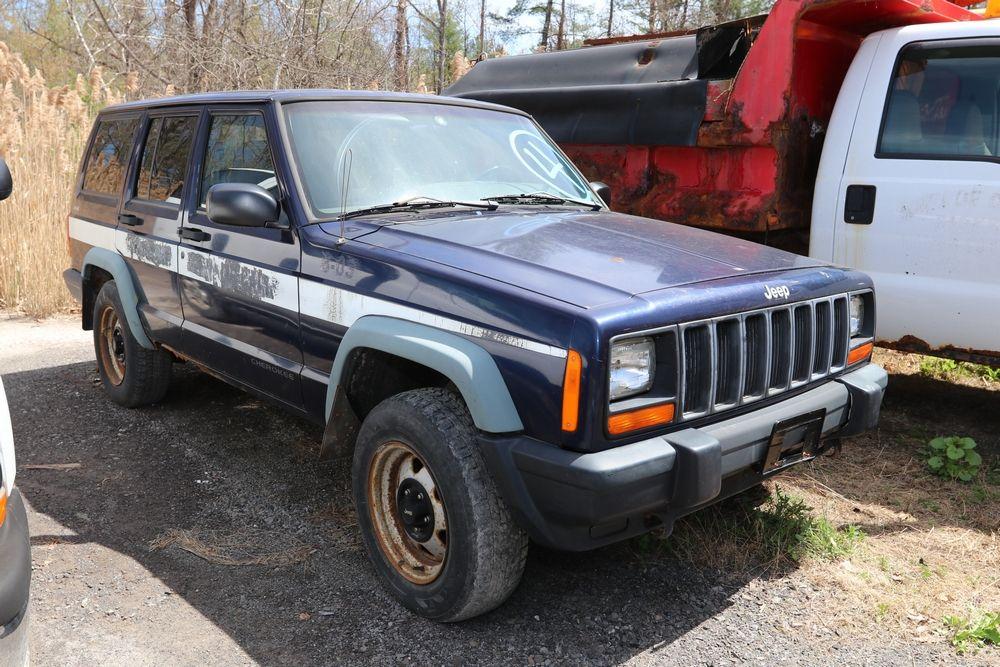 Item 4 1998 Jeep Cherokee. Body SUV 4D. Engine 4.0L
