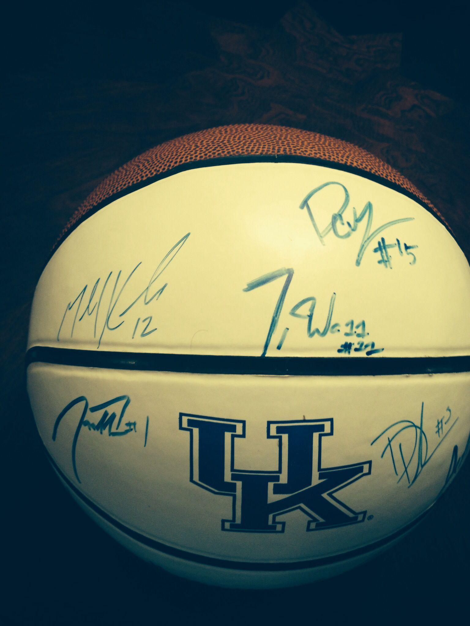 2010 Team Signature Ball (every player)