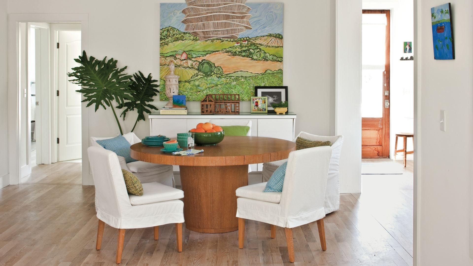 16 Things All Southern Girls Know And Love About Spring In The South Living Room Decor Unique Interior Design Living Room Elegant Living Room Decor Spring ideas dinning room