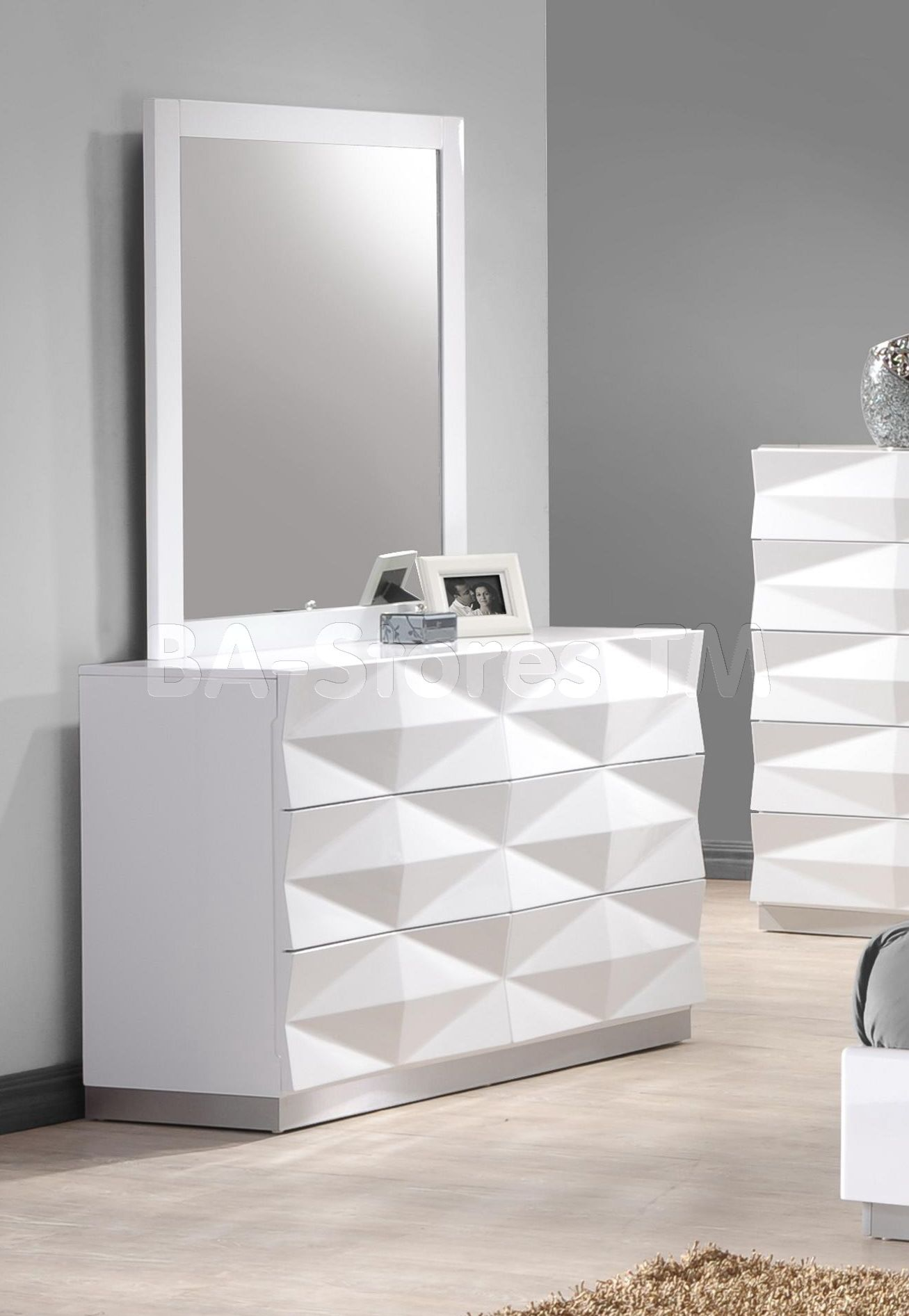 Verona Unique 3D Surfaces Dresser and Mirror in White Lacquered. Verona Unique 3D Surfaces Dresser and Mirror in White Lacquered