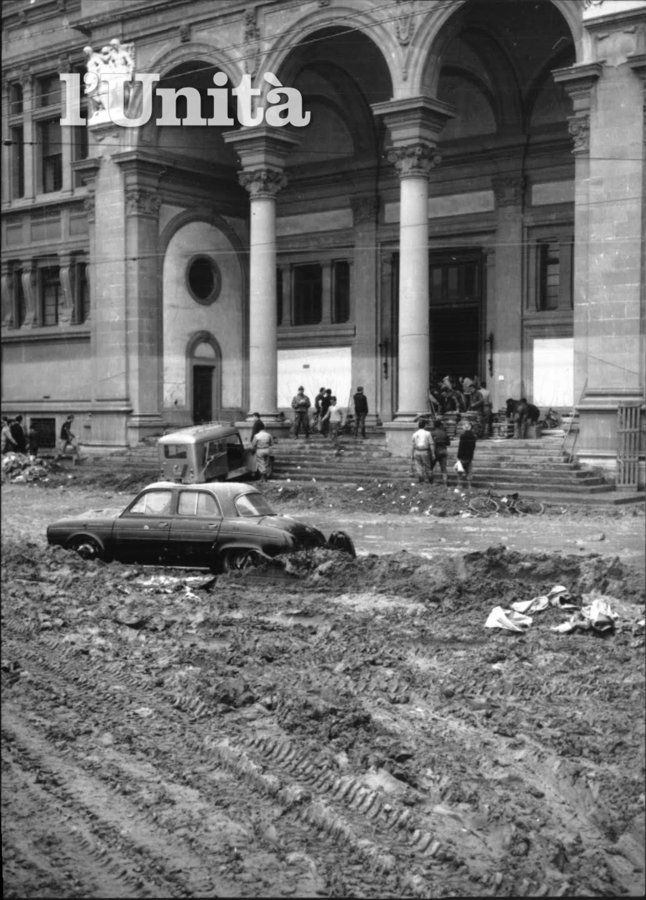 destruction in front of the Biblioteca Nazionale (National Library)