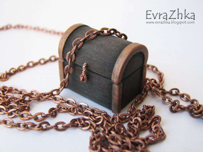 Treasure Chest--mini in polymer clay (translation available)