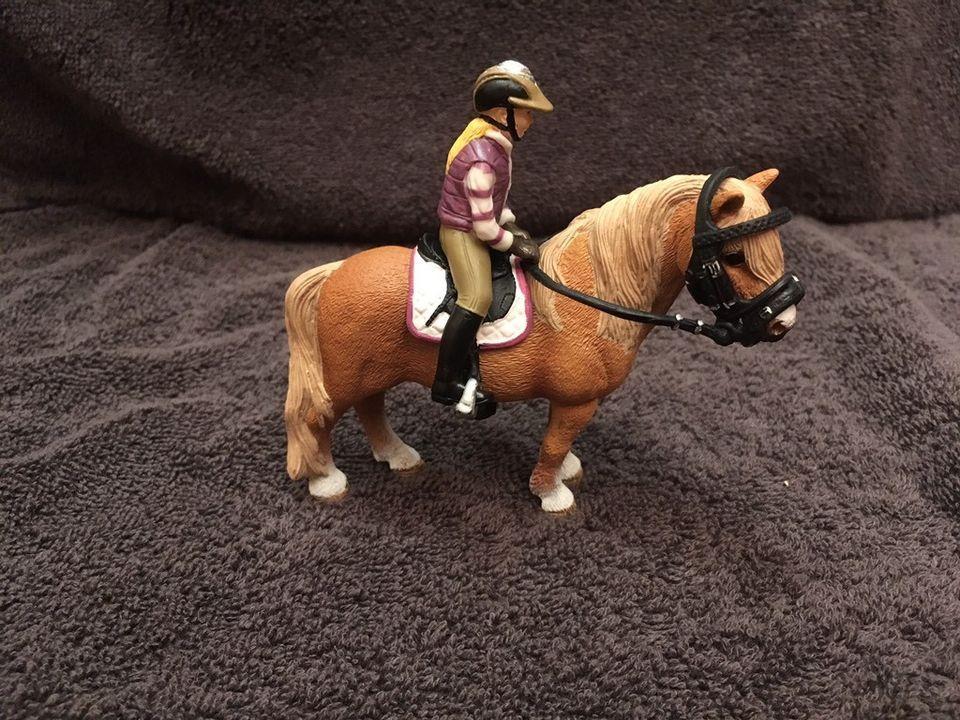 Komplettset Original Schleich Pferdesattel Zaumzeug Reiter Etc In Nordrhein Westfalen Wesel Pferde Sattel Pferdesattel Schleich Reiter