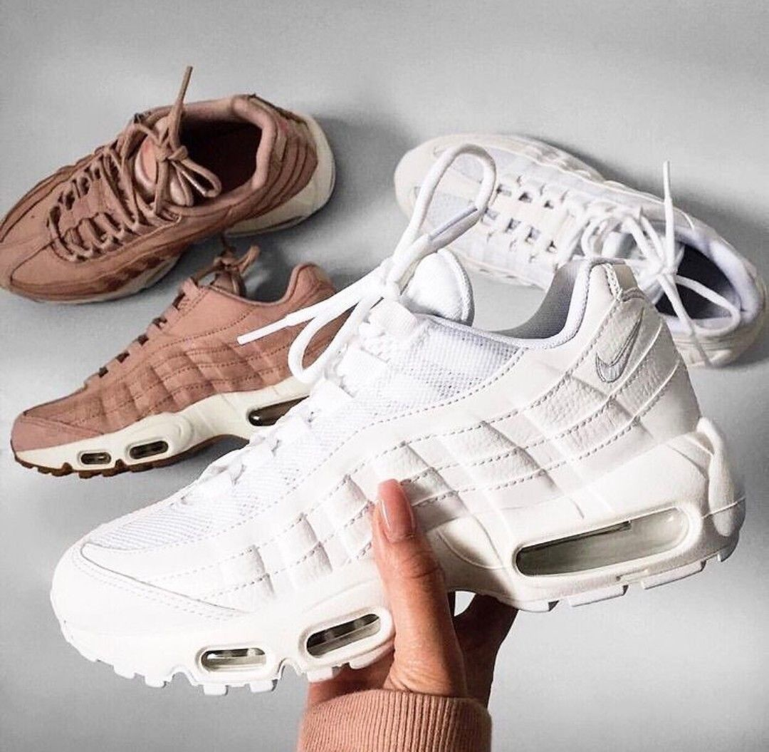 bd26c8964f Nike Air Max 95 in weiß/white & Nike Air Max 95 in bronze/kupferfarbend //  Foto: de.nicolee |Instagram
