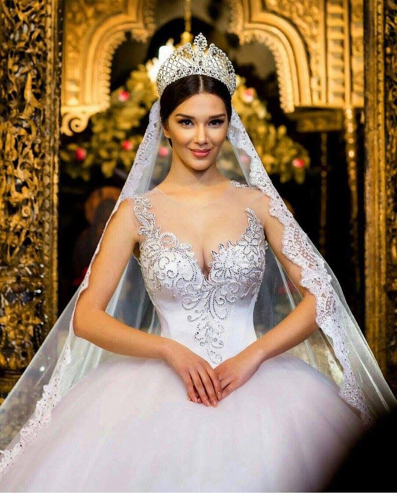Beautiful Crown And Veil Idea Princess Wedding Dresses Ball Gowns Wedding Wedding Dresses Princess Ballgown [ 1005 x 810 Pixel ]