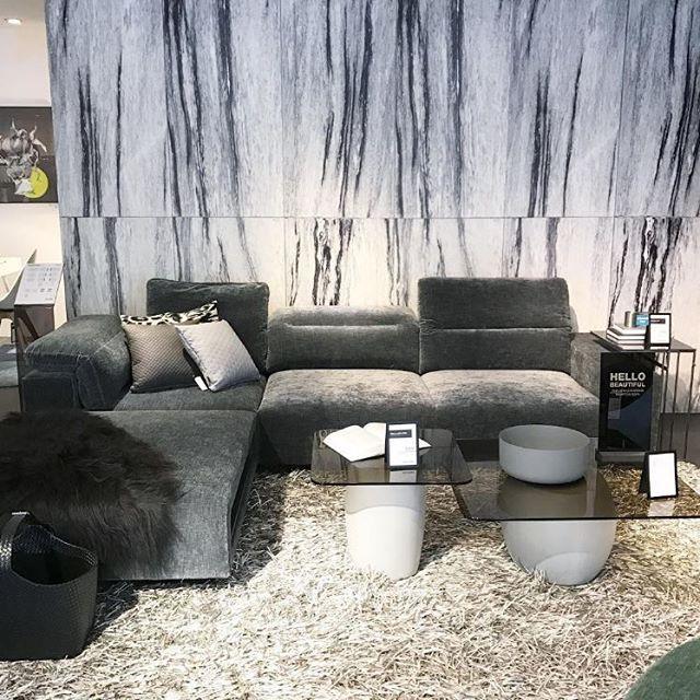 Hello Beautiful! Das #HAMPTON Sofa verkörpert den Metropolitan - danish design wohnzimmer