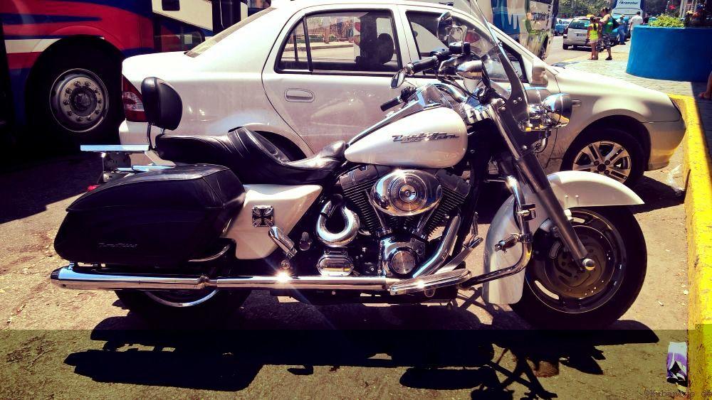 Harley aus den 50ern - es gibt nicht nur alte Autos in Kuba ...