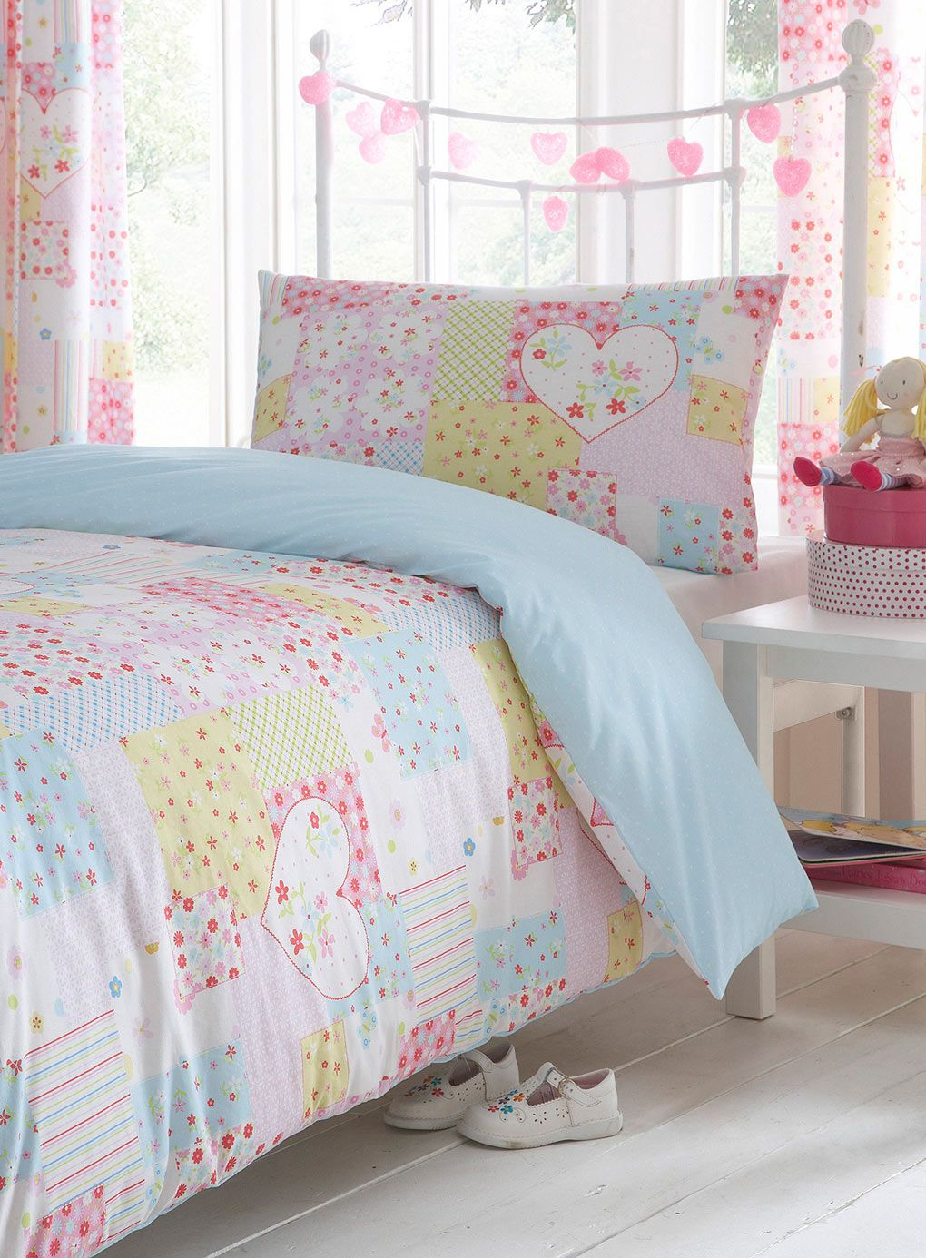 Roxy bedding samantha - Colorful Girls Bedroom Decoration With Soft Pastels Colors Comforter And Heart Patchwork Single Bedding Set