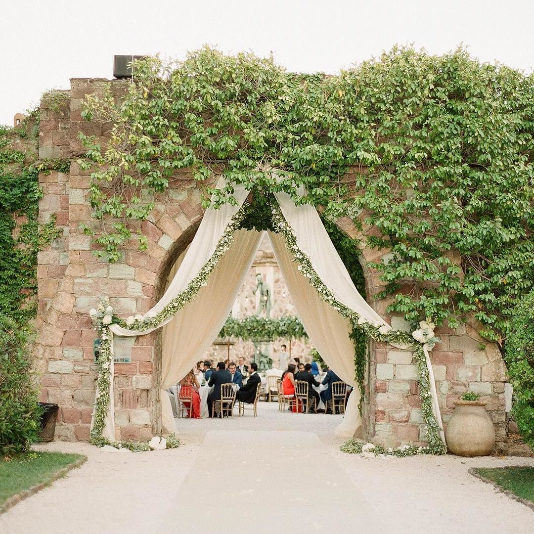 H&M's dinner entrance at the Chateau de la Napoule by @gregfinck with @missrose_by_perrine #chateauwedding #southoffrancewedding #frenchrivierawedding #cotedazurwedding #chateaudelanapoulewedding #flowerdecor #weddingaisle #weddingflowers #southoffranceweddingplanner #cotedazurweddingplanner #frenchrivieraweddingplanner #lavenderandrose #lavenderandroseweddings by lavenderandroseweddings