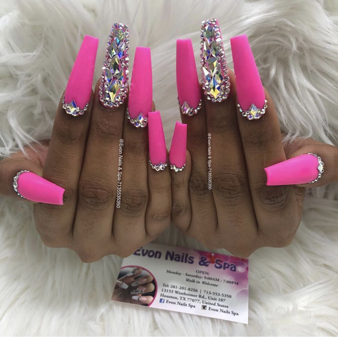 Pin By Nina Rushing On Nail Inspo Pink Bling Nails Bling Nails Diamond Pink Nails