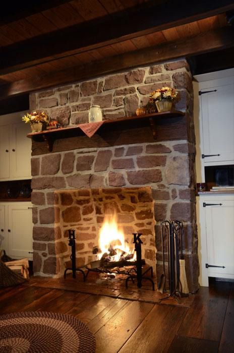Cobblestone fireplaces country style stone fireplace for Country stone fireplace