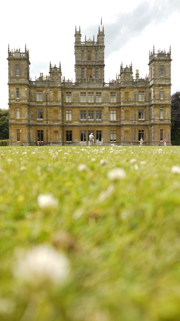 Highclere Castle Downton Abbey C A S T L E S Casa