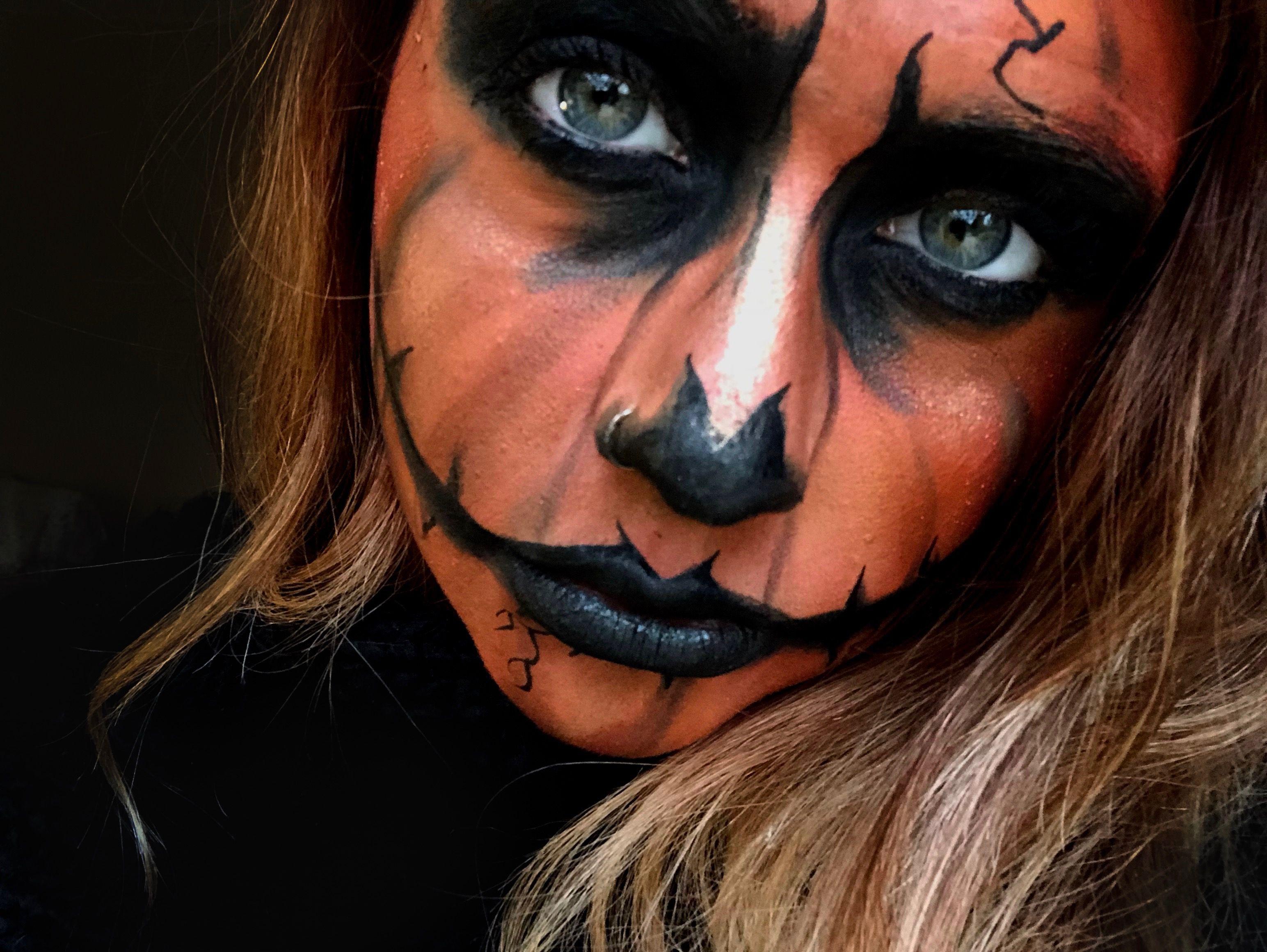 Halloween Looks Scary.Halloween Scary Pumpkin Face Evil Face Skeleton Makeup