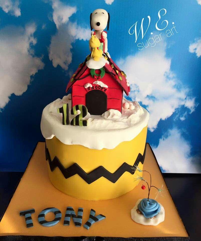 W.E. Sugar Art:  Christmas.  Snoopy Dog House cake.