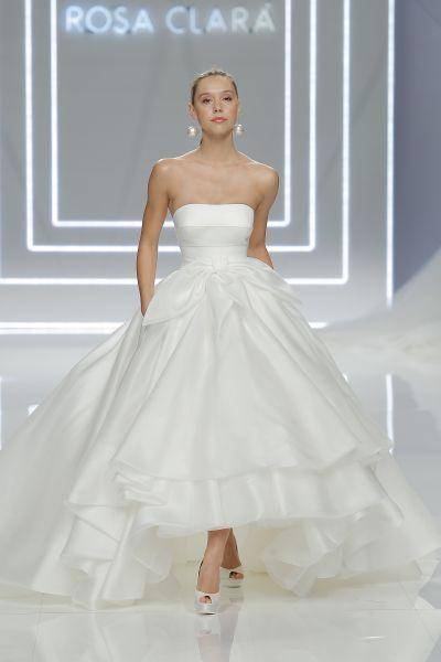 Ein Hoch Auf Kurze Brautkleider Ob Fur Das Standesamt Oder Die Kirche Brautkleid Kurz Brautkleid Brautmode