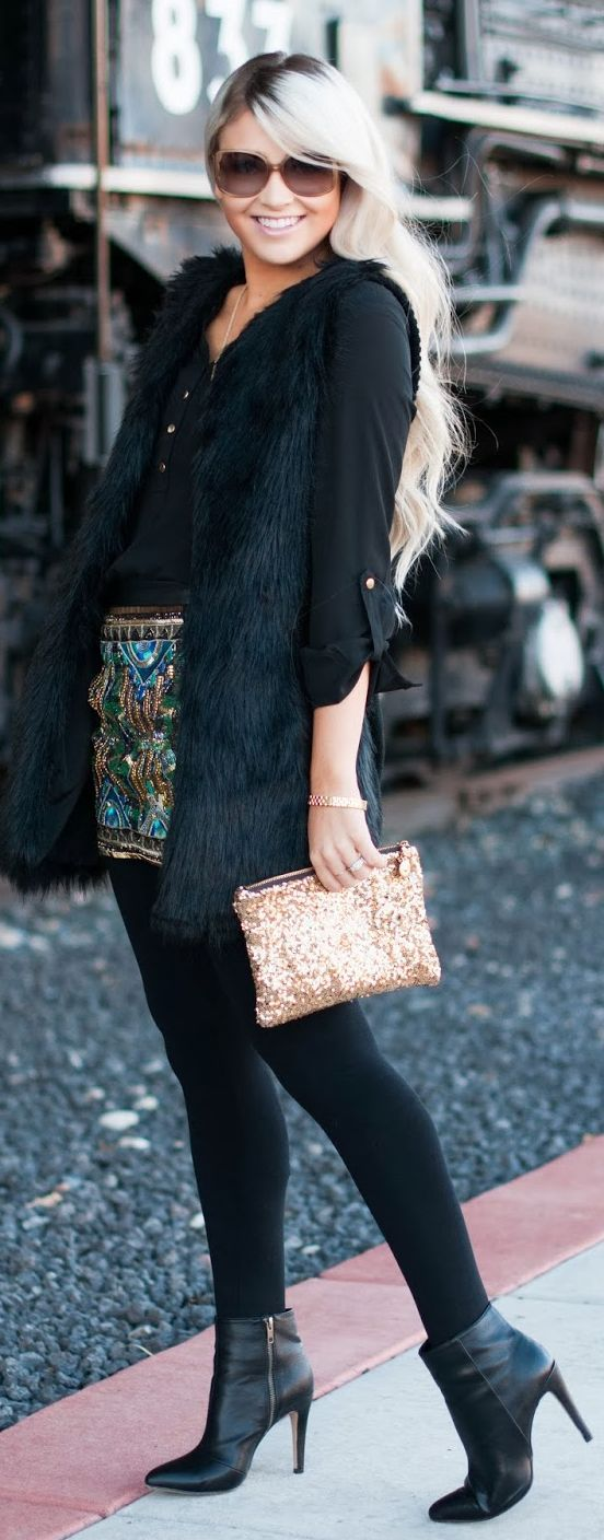Loving this all black outfit and the pop of sparkle accessories #Jewels by Cara Loren