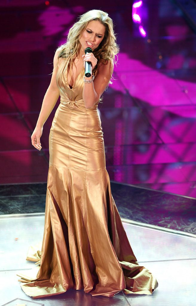 metallic gold gown | Beauty on the Edge | Pinterest | Gold gown ...