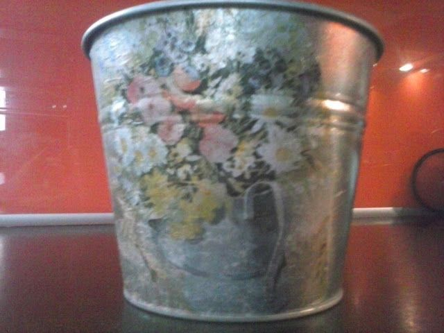 Itchy hands....: Decoupage flower pots