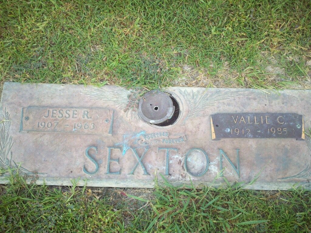 Headstone image of Jesse R. Sexton and Vallie C. Sexton at Forest Lawn Memorial Gardens in Pineville, LA